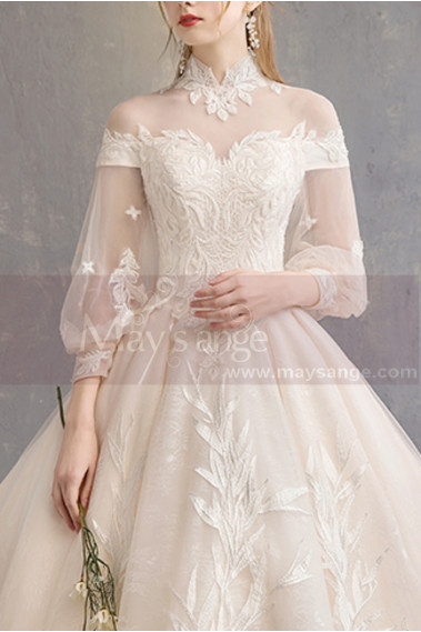Incredible Embroidered Lace Ivory Gown For Wedding With High Collar And Very Long Train