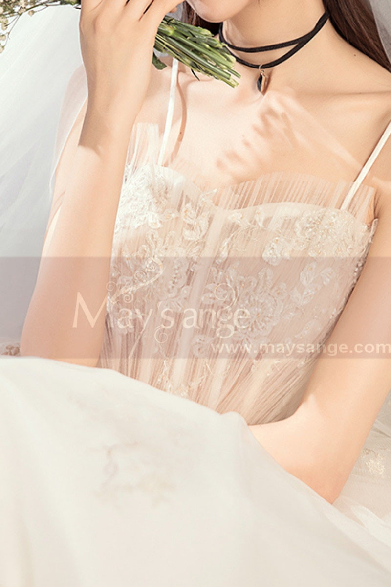 Off White Long Train Wedding Dress With Thin Strap - Ref M083 - 01