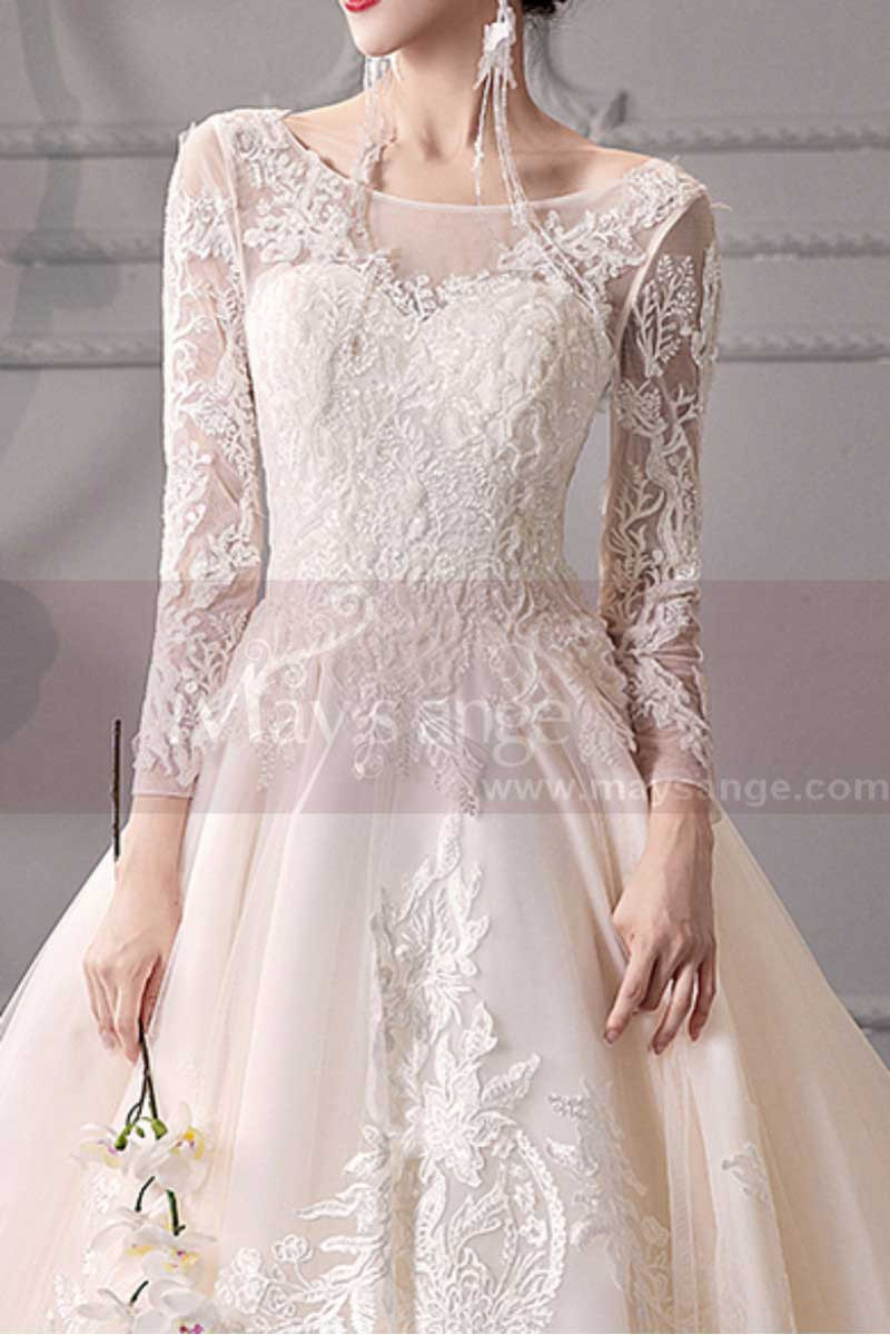 Long Sleeve Ivory Wedding Dresses With Embroidered Lace Appliqued Bodice