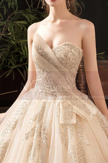 Modern Ad Luxurious Ivory Golden Princess Wedding Dress With Long Train - M078 #1