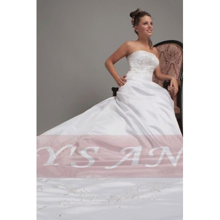Very long train Wedding gown Vienna for your special day