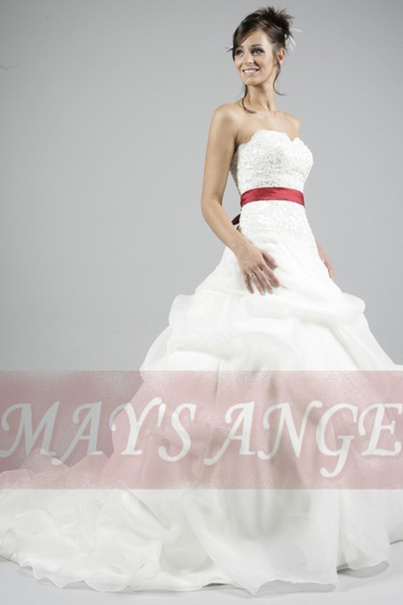 Bridal wedding dress Barcelona with long train and red belt - Ref M014 - 01