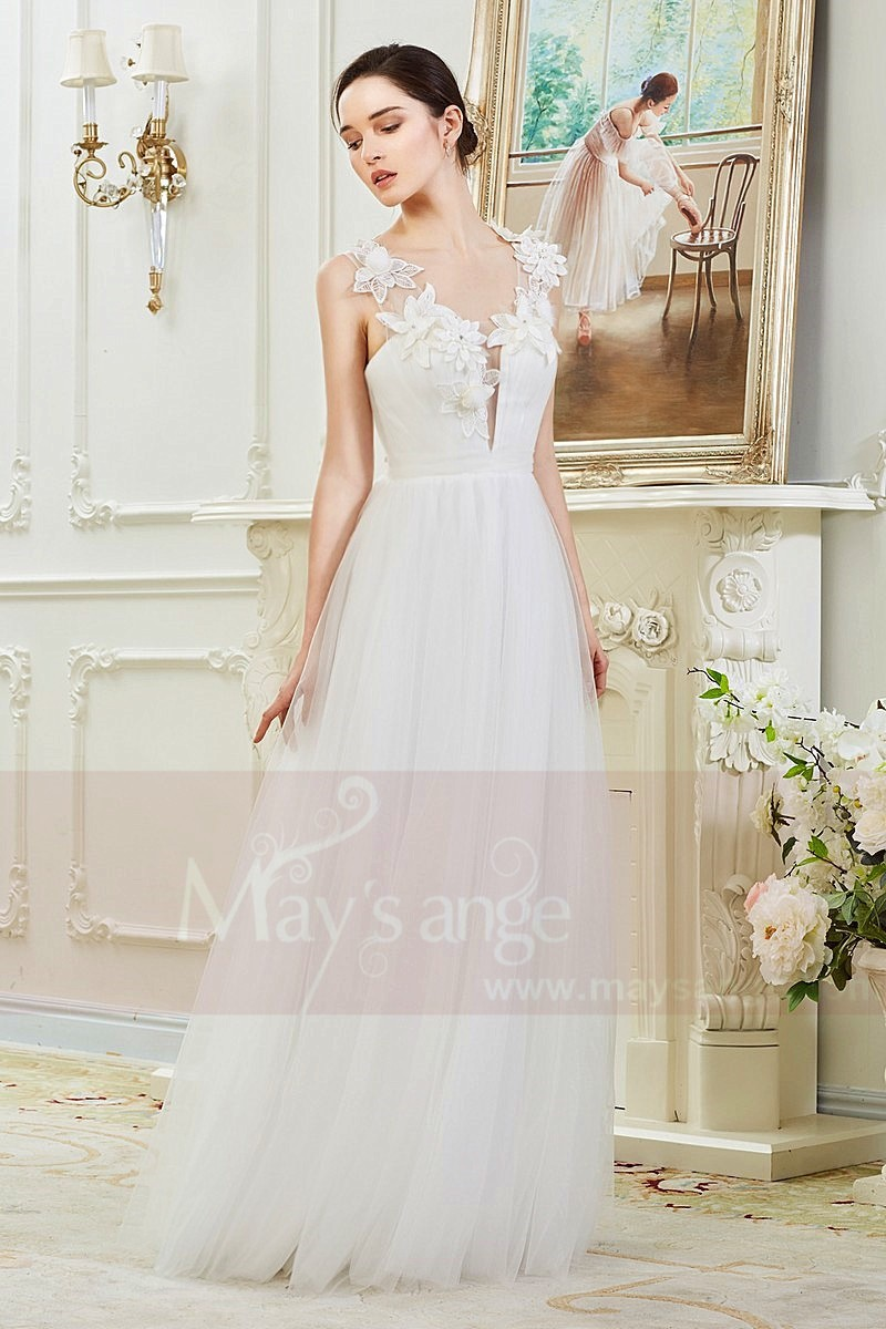 Simple Bridal Gown With Beautiful Flowers On her Deep Neck - Ref M369 - 01