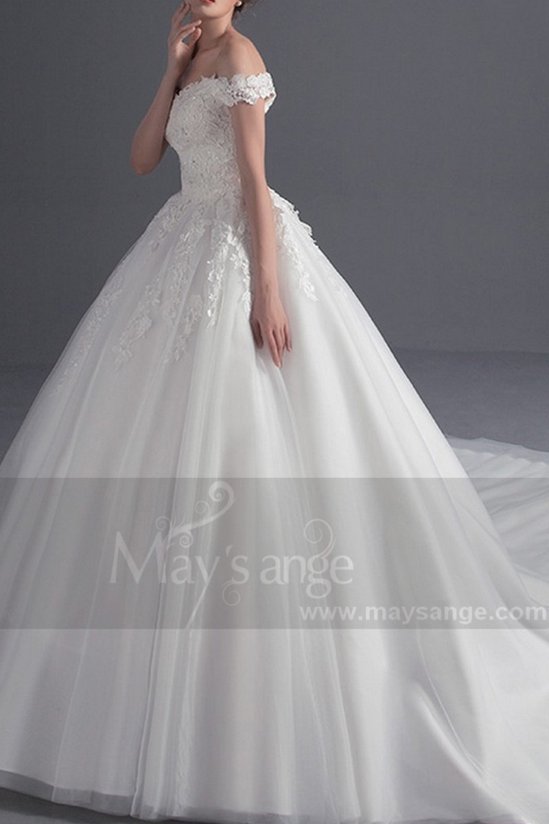 Off-The-Shoulder Lace Ball Gown Wedding Dress - Ref M370 - 01