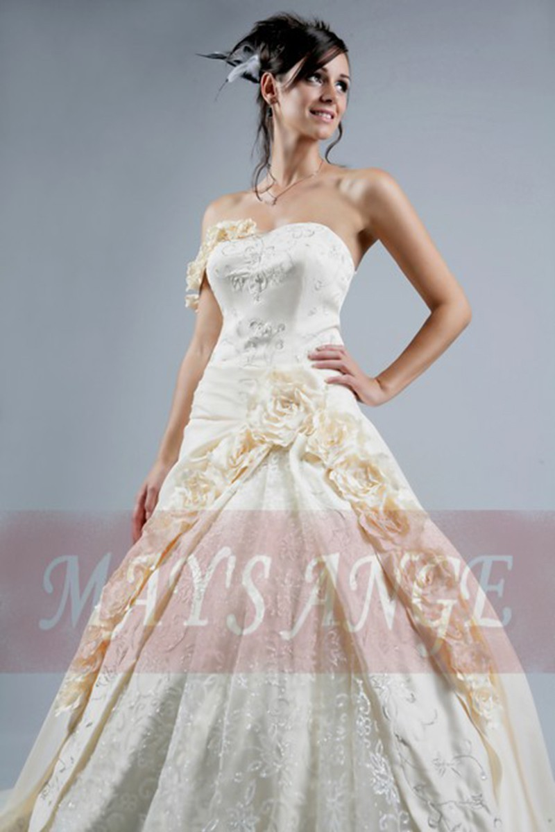 Cheap wedding dresses peach with beautiful roses for Cheap but beautiful wedding dresses